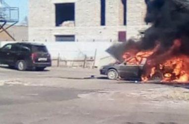 В Приморье машина выгорела дотла