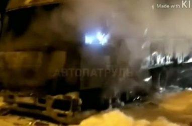 Грузовик сгорел в пригороде Владивостоке