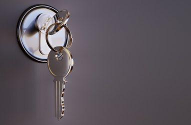 Четыре года жительница Владивостока добивалась от властей предоставления благоустроенной квартиры