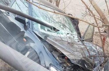 Пассажирку авто зажало дорожным ограждением после ДТП во Владивостоке