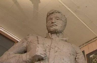 Владивостокский скульптор решил восстановить трёхметровый памятник солдату Великой Отечественной войны