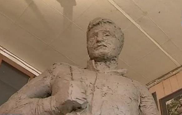 """Памятник солдату ВОВ. скриншот с видео """"Вести: Приморье"""""""