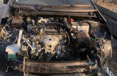 Во Владивостоке злоумышленники разобрали автомобиль на запчасти прямо на улице