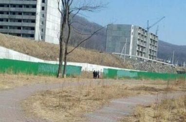 Во Владивостоке у недостроя обнаружили труп человека