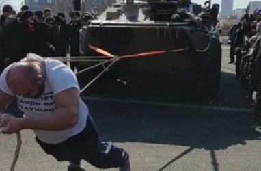 Приморец Иван Савкин протащил на себе 16-тонный БТР
