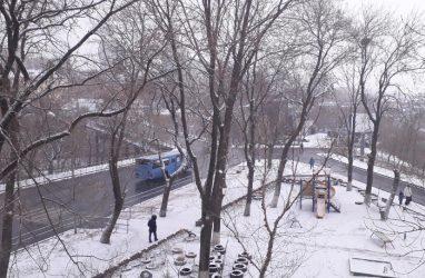 Снегопад во Владивостоке: обзор ситуации на дорогах города