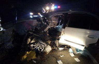 В результате жуткого лобового ДТП в Приморье машина превратилась в груду металла