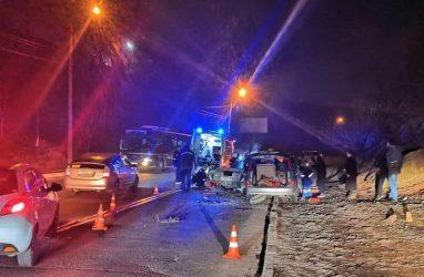 Молодой водитель «Чайзера» погиб в страшном ДТП в Приморье