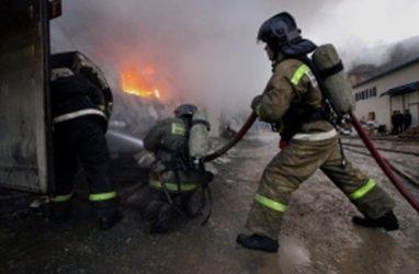 В Приморье пожарные обнаружили в горящем доме тело мужчины без признаков жизни