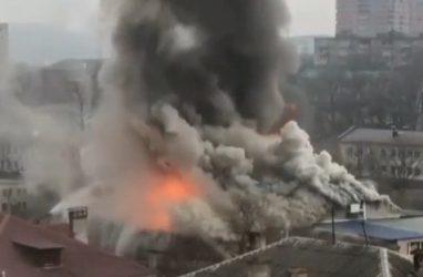 Страшный пожар во Владивостоке: горит ресторан