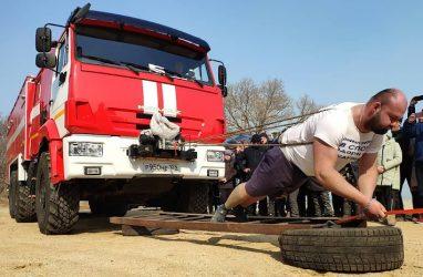 Приморец, который протащил на себе контейнеровоз, решил открыть детскую спортивную школу