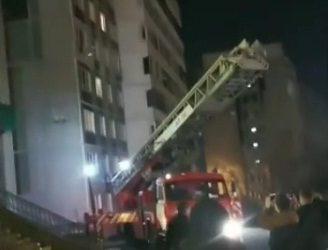 Во Владивостоке мужчина пытался спрыгнуть с крыши высотки. Ему не дали это сделать