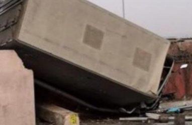 «Родился в рубашке»: водитель грузовика в Приморье чудом выжил