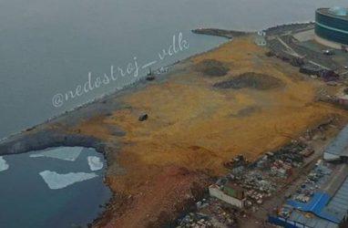 Во Владивостоке в Амурском заливе отсыпали большой участок земли