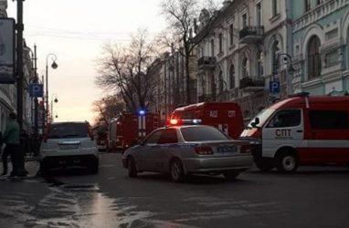 В самом центре Владивостока загорелось кафе китайской кухни