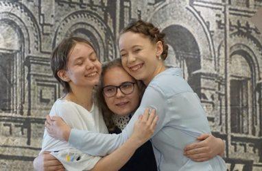 Чтецы из Владивостока побьются за победу на всероссийском конкурсе «Открой рот»