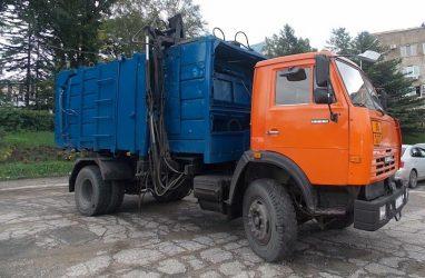 В Приморье намерены ужесточить контроль вывоза мусора из жилых районов
