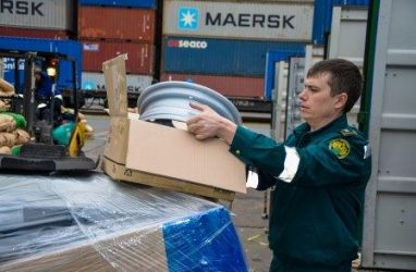 В порту Владивосток задержали более 500 тысяч автозапчастей