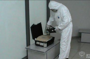 В аэропорту Владивосток «обнаружили» чемодан с «радиоактивными» товарами