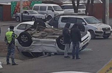 Невероятный кульбит: автомобиль перевернулся в Приморье