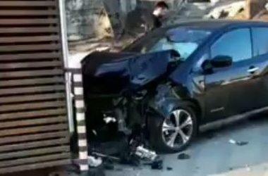 Во Владивостоке автомобиль протаранил пит-стоп