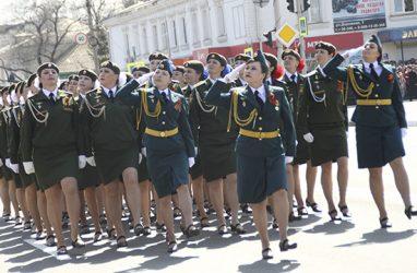 Парадный расчёт военнослужащих-женщин и экипажи «Тигров» впервые примут участие в Параде Победы во Владивостоке