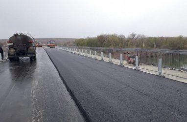 Новый мост в село Кроуновка заасфальтировали