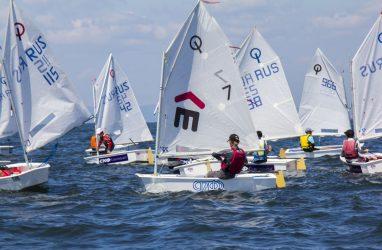 За победу на юношеском «Кубке «Семи футов» борются 117 юных яхтсменов