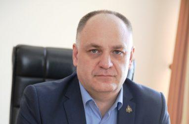 Сын Виктора Черепкова неожиданно уволился из администрации Владивостока