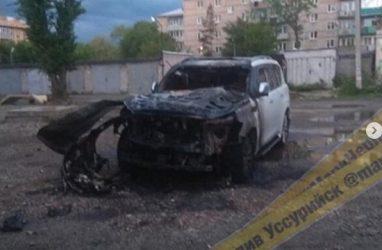 В Приморье ночью сгорел дорогостоящий внедорожник