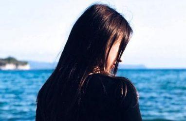 Мотодевочка из Приморья поделилась «горячими» фото у холодного моря