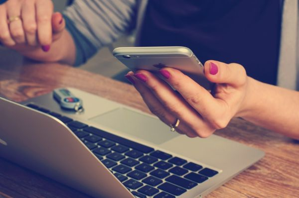 Айфон, телефон, ноутбук, Интернет