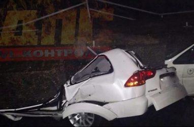 Во Владивостоке рухнули бетонные блоки и уничтожили несколько машин
