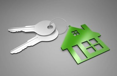 В Большом Камне начали выдавать ключи от квартир детям-сиротам