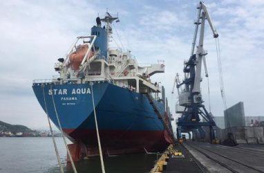 Моряки из Приморья отказались принимать зарплату в виде старых и рваных долларов — профсоюз