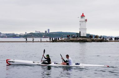 Гребцы провели 10-километровую гонку по Амурскому заливу во Владивостоке