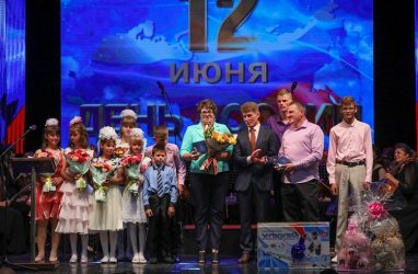Приморцам вручили краевые и федеральные награды