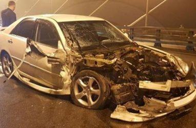 В тяжёлое ДТП попал резвый «Марк» на Золотом мосту во Владивостоке