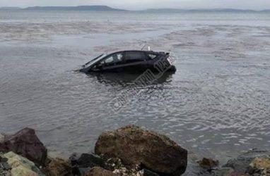 Автомобилист утопил свою машину у берегов Владивостока