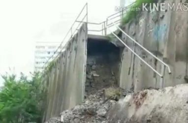 Во Владивостоке не огородили место обрушения бетонных блоков