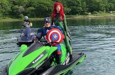 Во Владивостоке Железный человек и Капитан Америка «оседлали» аквабайки
