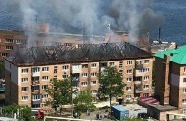 Площадь серьёзного пожара в многоквартирном доме во Владивостоке составила 300 кв. м