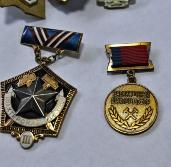 Медали. Фото: пресс-служба ОМВД России по городу Артему