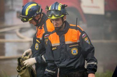 В ТЦ «Максим» во Владивостоке выгорели четыре из пяти этажей — источник