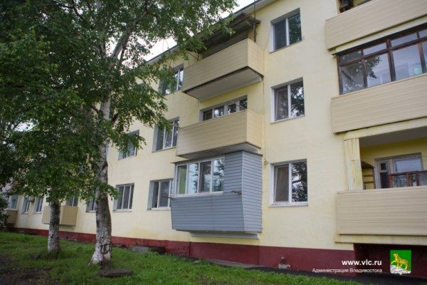 Дом. Студентка ДВФУ получила квартиру по программе предоставления жилья сиротам. Фото: пресс-служба мэрии Владивостока