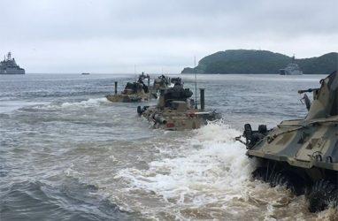 В праздновании Дня ВМФ во Владивостоке задействуют два больших десантных корабля