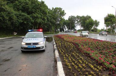 Поездка по цветочной клумбе для автомобилиста из Приморья закончилась арестом