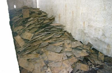 Три тонны деталей перебросил через забор усердный вор из Приморья