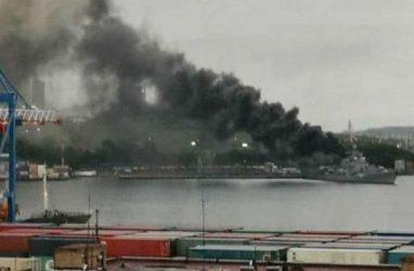 Едкий чёрный дым от корабля Тихоокеанского флота насторожил жителей Владивостока