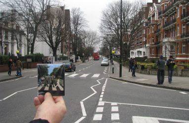Поклонники группы The Beatles отметили 50-летие знаменитой фотографии